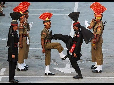 Ceremónia az indiai-pakisztáni határon